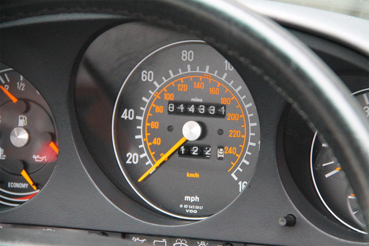 Mercedes-Benz 300SL R107