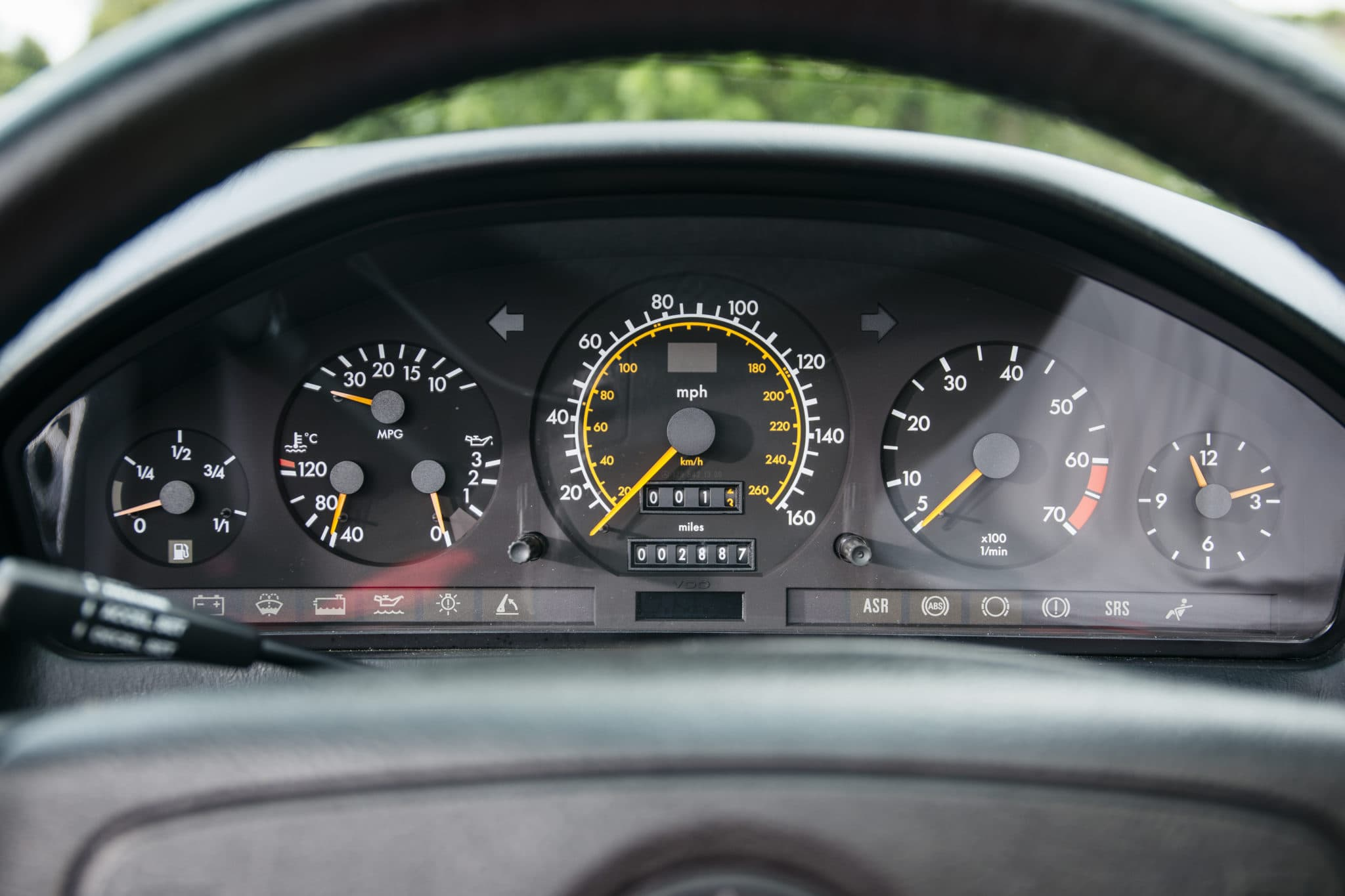 Instrument panel of a 1993 R129 MERCEDES-BENZ 500SL – 2,800 MILES FROM NEW